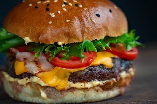 La gratificazione nel comportamento alimentare e i disturbi alimentari.